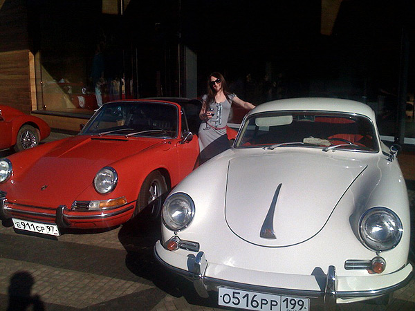 http://chebotar.ru/stuff/2009/05/chani-and-two-porsche.jpg